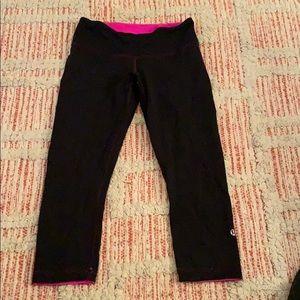 LULULEMON reversible Black / Pink Capri Leggings 6